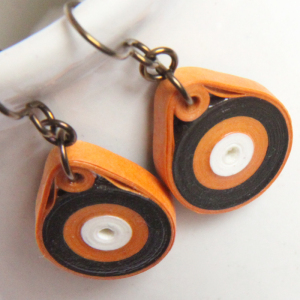 paper quilled earrings wrap around technique