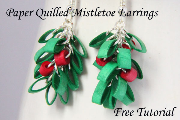 paper quilled mistletoe christmas earrings - free tutorial from Honey's Quilling