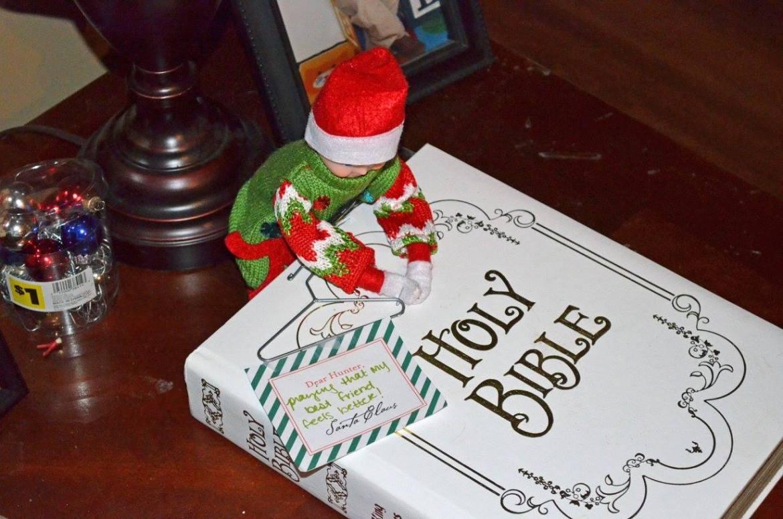 Unique Elf Ideas, creative, Elf on the Shelf, Elf praying