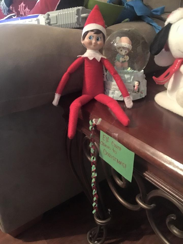 elf on the shelf ideas, Creative & unique elf ideas, miniature countdown chain