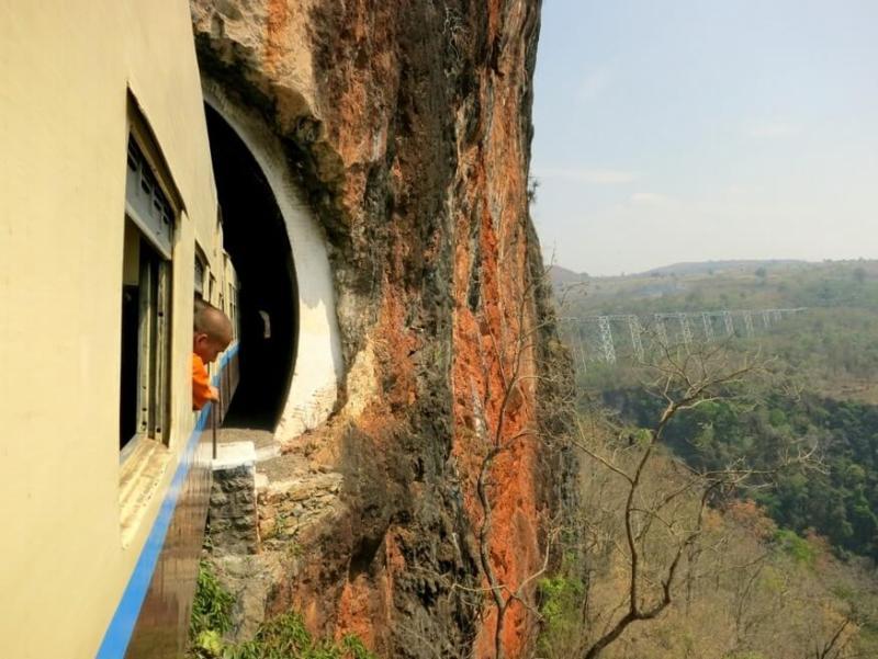Train over the Gokteik Viaduct