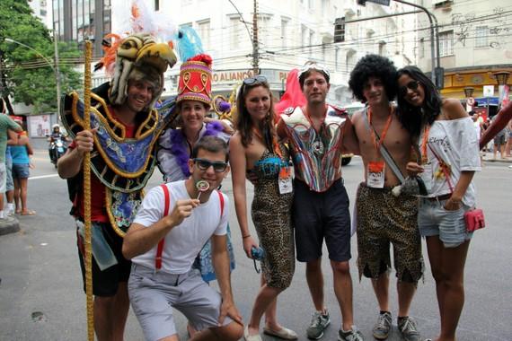 """Team """"Volta Alice Bloco"""" in full costume"""
