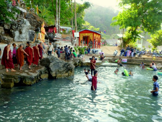 Kaw Ka Thawng swimming pool and cave