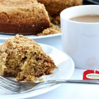 Banana Coffee Cake with Peanut Butter Streusel (Reduced Fat & 208 calories)