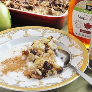 Apple Pie Baked Oatmeal (healthy, high fiber, dairy free + refined sugar free)