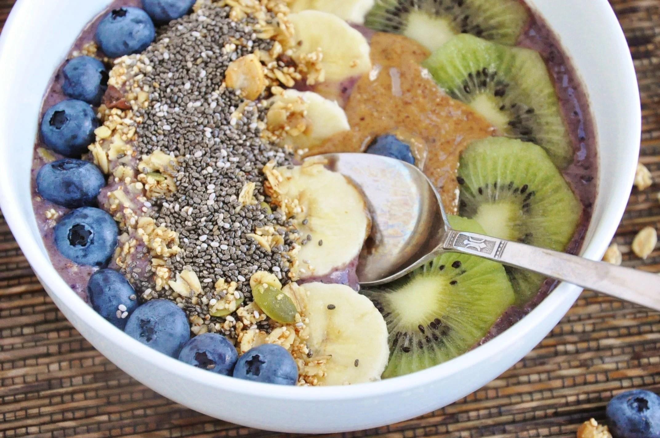 Blueberry Banana Acai Bowl (8)