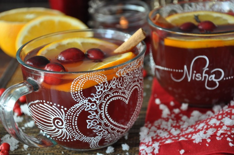 Winter Wassail Holiday Cocktail (5 ingredients)
