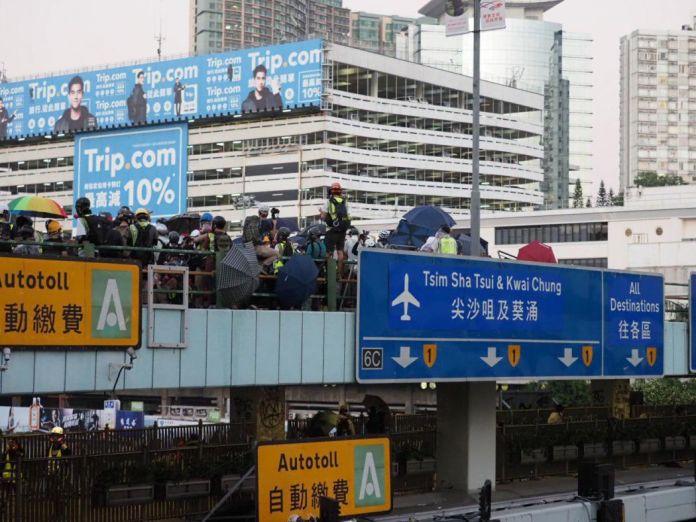 """November 17"" Hong Kong Polytechnic University Hung Hom protester police water cannon"