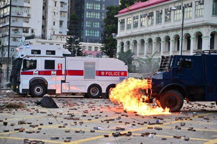 """November 17"" police arrow leg Hong Kong Polytechnic University"
