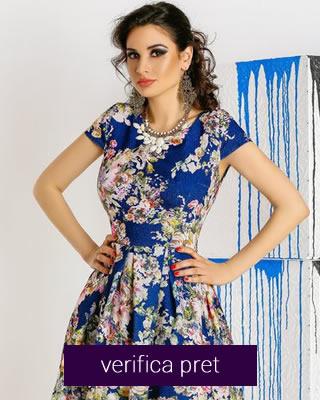 Rochie cu imprimeuri florale in nuante de bleumarin