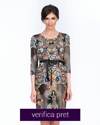 rochie de vara cu imprimeu multicolor si decolteu rotund cu plii