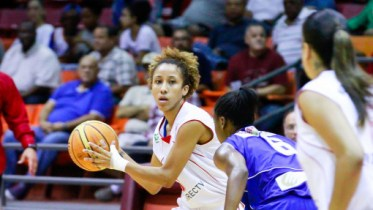 Carla Cortijo playing for Gigantes de Carolina in Puerto Rico. Photo: BSNF.