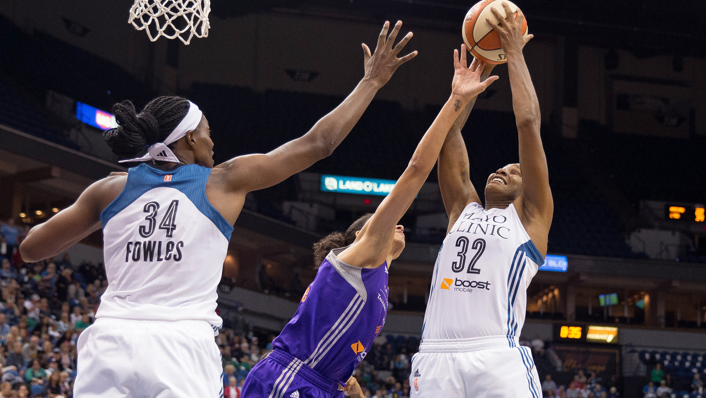 Brunson dominates the boards as Lynx take game 1 in Western Conference finals, beat Phoenix 67-60