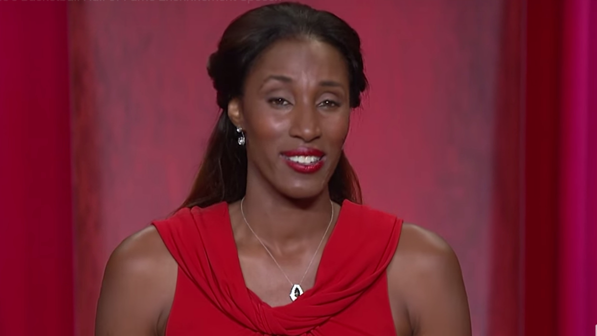 Lisa Leslie inducted into Naismith Hall of Fame