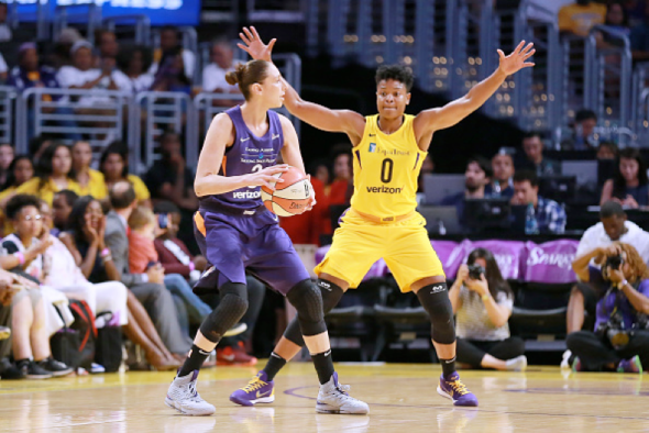 Alana Beard on defense vs. Diana Taurasi. Image: NBAE/Getty Images.
