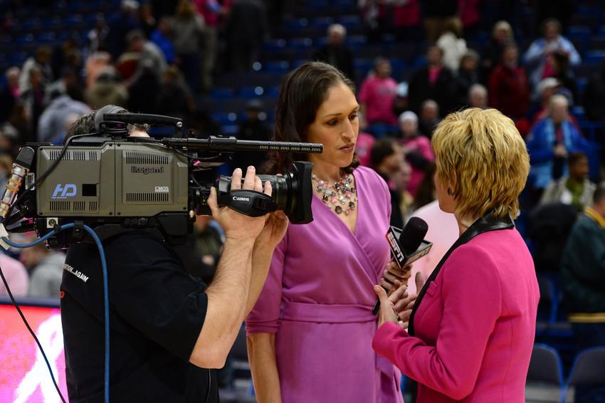 Dishin & Swishin 10/31/13 Podcast: A Halloween treat! Rebecca Lobo and Stephanie White discuss the upcoming NCAA women's basketball season