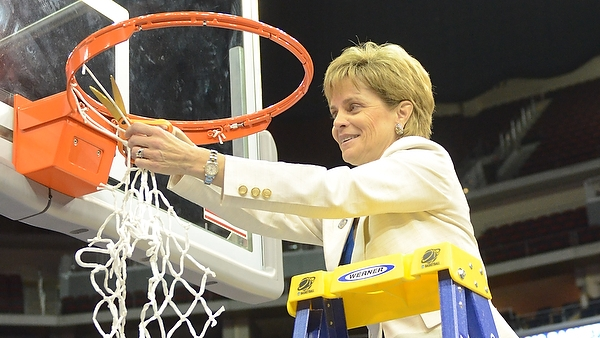 Dishin & Swishin 9/20/12 Podcast: 40-0 and counting, Baylor's Kim Mulkey looks for more