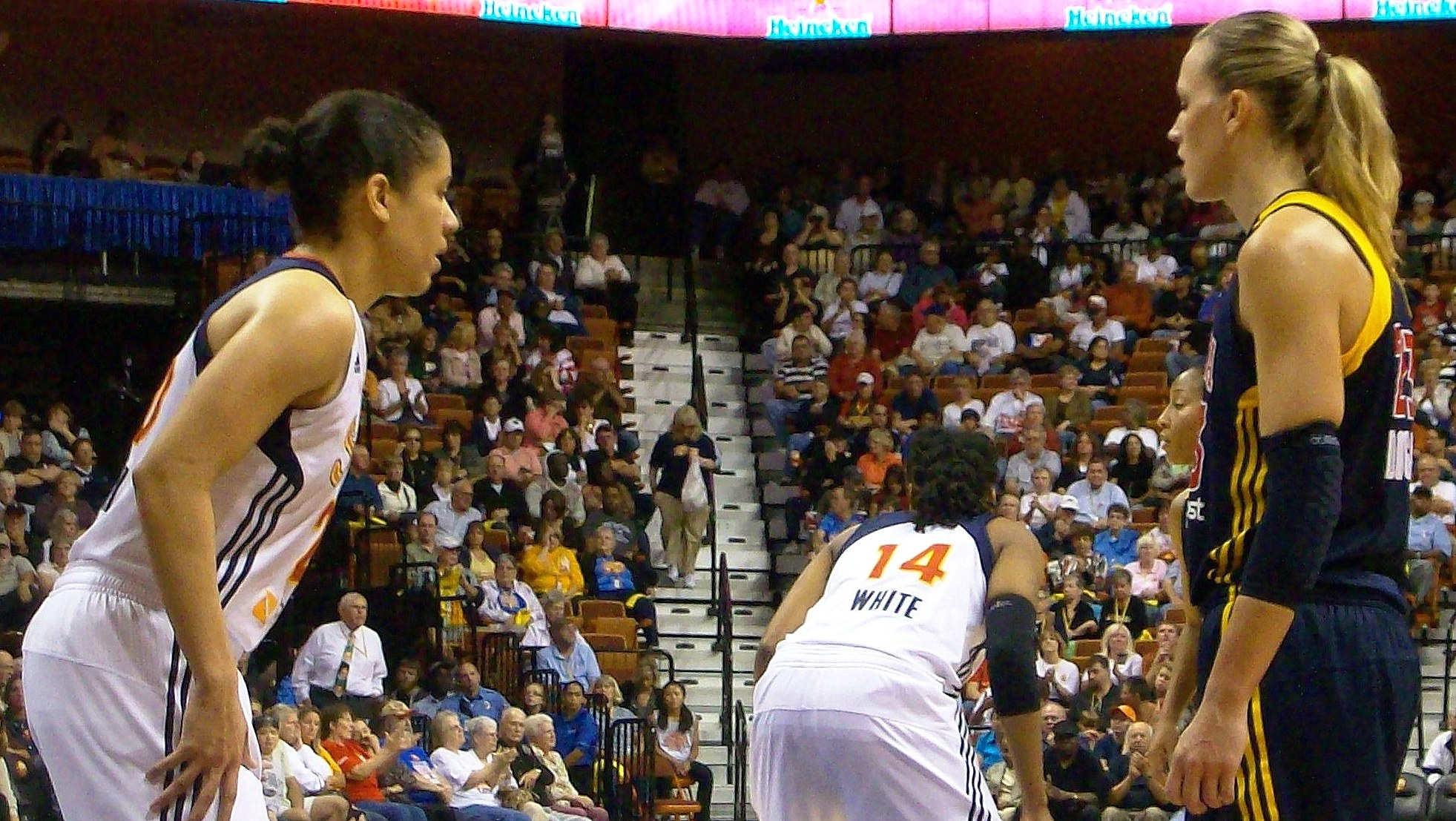 Shavonte Zellous saves the day for the Fever, Indiana douses Sun in game 2 of the Eastern Conference finals