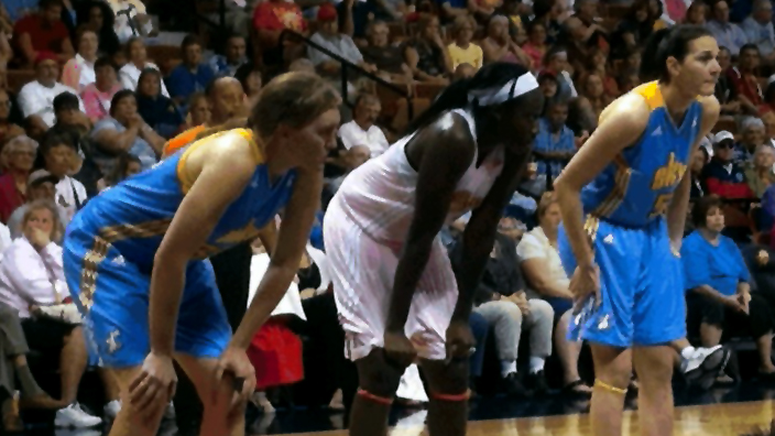 Tina Charles and bench performance lead Sun to comeback win over Sky, 82-77