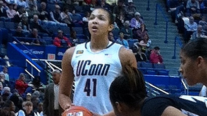 Huskies continue streak of MLK Day blowouts versus ACC with 86-35 defeat of North Carolina