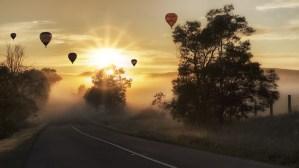 Ballons schweben in der strahlenden Abendsonne - was wünschst du dir sehnlich - hope and shine