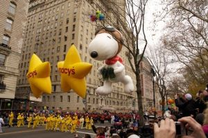 Snoopy-Balloon-Picture-at-Macys-Thanksgiving-Day-Parade-NYC-Steve-Weintraub