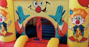 Bild Nahaufnahme Mini-Hüpfburg Clown
