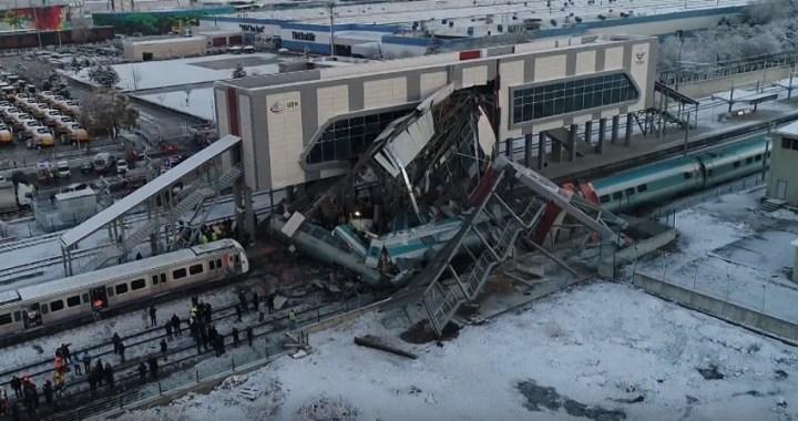 Al menos nueve muertos y 46 heridos tras chocar un tren de alta velocidad y una locomotora en Ankara