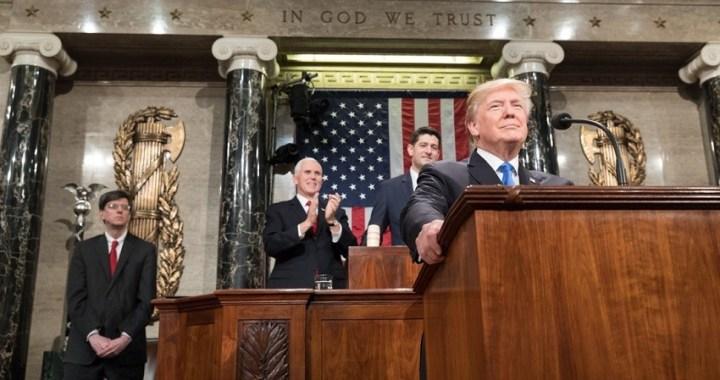 """Trump pospone su discurso sobre el Estado de la Unión por el """"cierre"""" de las administraciones federales"""