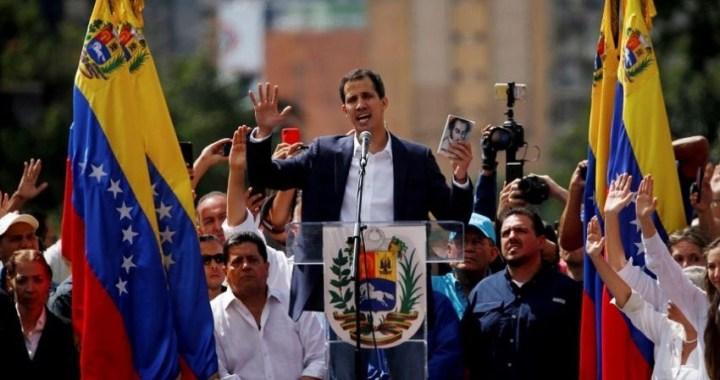 """Juan Guaidó se declara """"presidente interino"""" de Venezuela con el reconocimiento de Trump"""