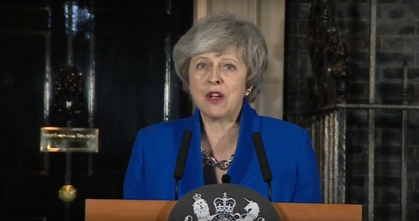 Theresa May sobrevive a la mocion de censura de los laboristas