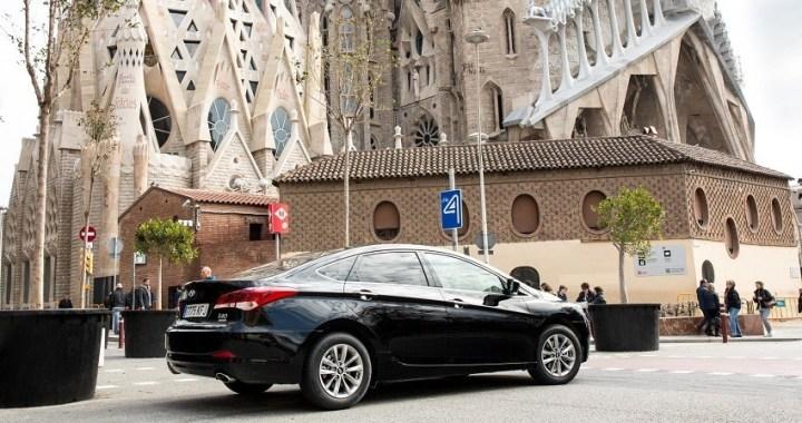 Uber anuncia que suspende su servicio en Barcelona tras el decreto del Govern