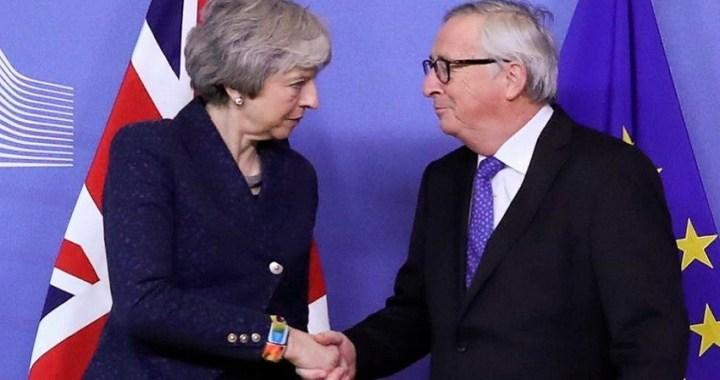 May y Juncker acuerdan reunirse antes de finales de este mes para intentar desbloquear el Brexit