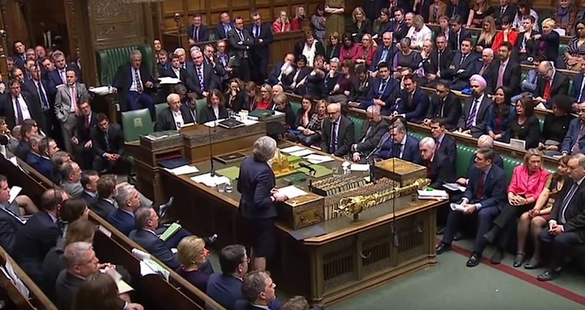 Los diputados britanicos aprueban un aplazamiento del Brexit