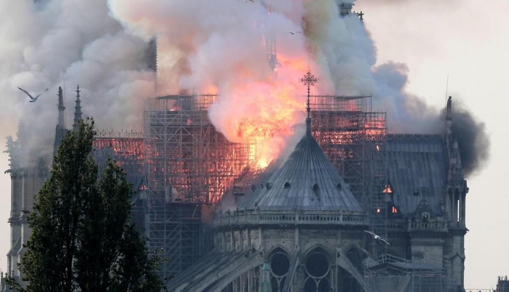 Notre Dame en llamas