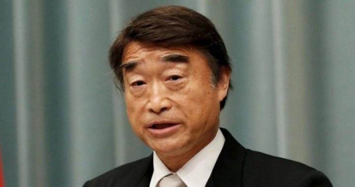 El ministro japonés de empleo considera que es normal obligar a las mujeres a usar tacones altos en el trabajo