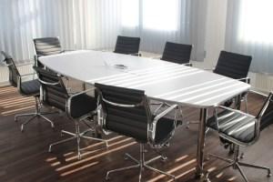 ¿Qué características debe tener una buena silla de oficina?