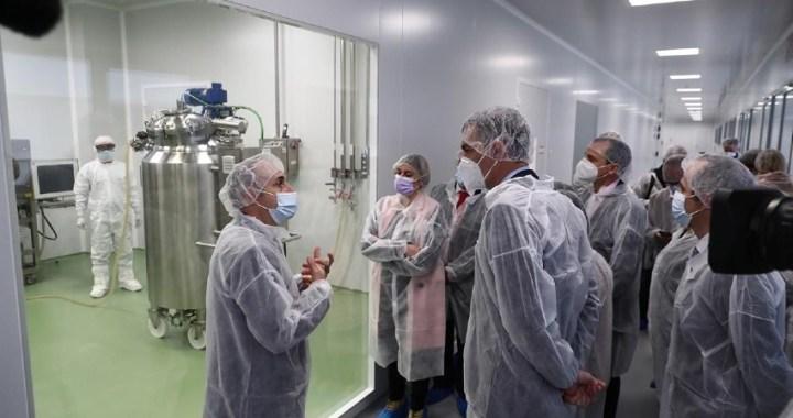 Pedro Sánchez reafirma el apoyo del Gobierno a la investigación para lograr una vacuna española