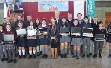 Estudiantes chanquinos recibieron Notebooks