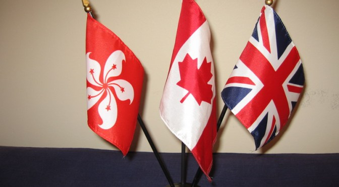 三枝國旗與三本護照