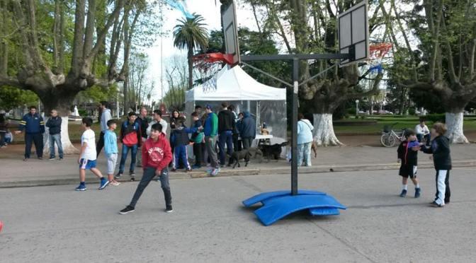 Basquetbol 3 x 3, callejero y familiar!