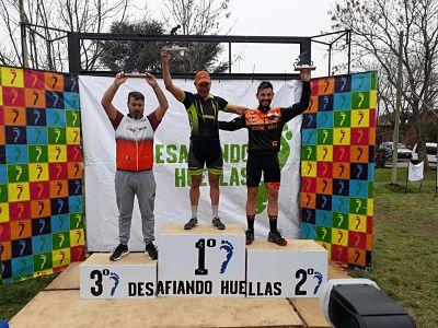 Arriba de su bici vuela, Ariel Martínez hizo doble podio en Giles