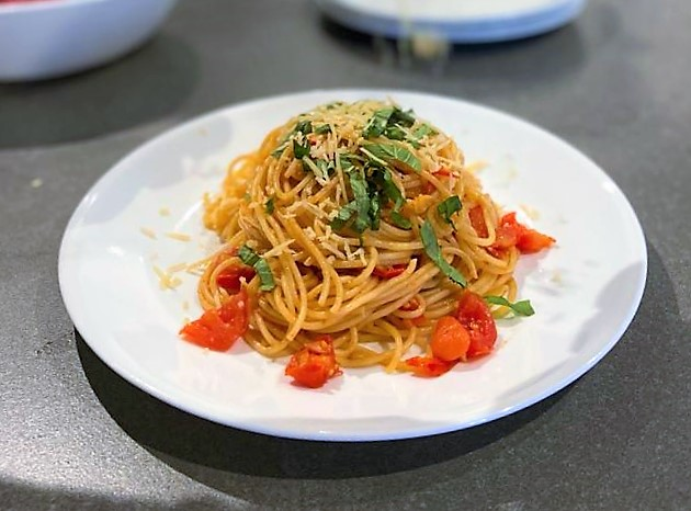 ¿Cómo cocinar la pasta? Espagueti al aglio e pomodoro