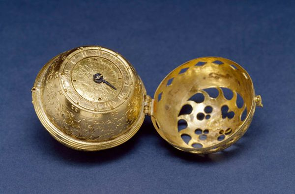 800px-German_-_Spherical_Table_Watch_(Melanchthon's_Watch)_-_Walters_5817_-_View_C