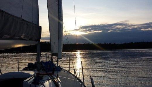 zachód słońca na łódce