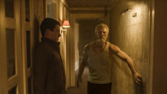 Dylan Minnette (links) und Stephen Lang (rechts) in DON'T BREATHE © 2016 Sony Pictures Releasing GmbH