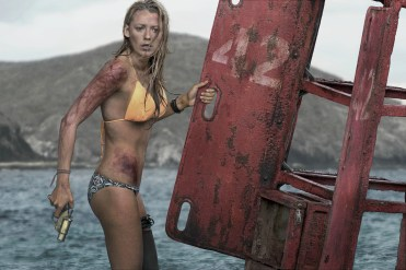 Voller Vorfreude auf das Surfen am Traumstrand: Nancy (Blake Lively) © 2016 Sony Pictures Releasing GmbH
