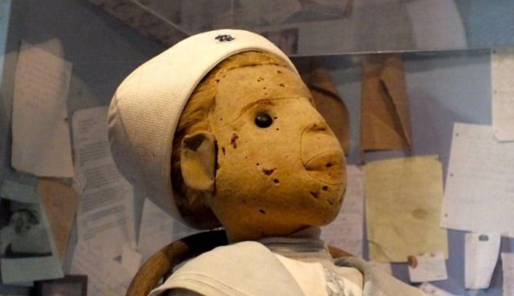 10 oggetti maledetti: Robert la bambola