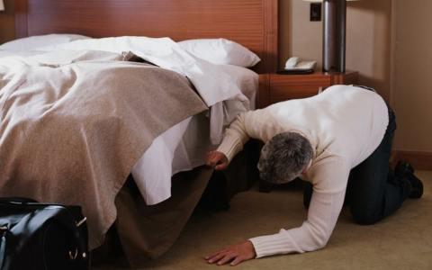 Un Cadavere sotto Il letto