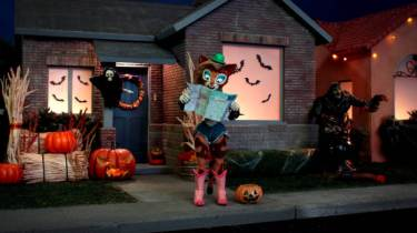 supermansion-halloween-special-cooch